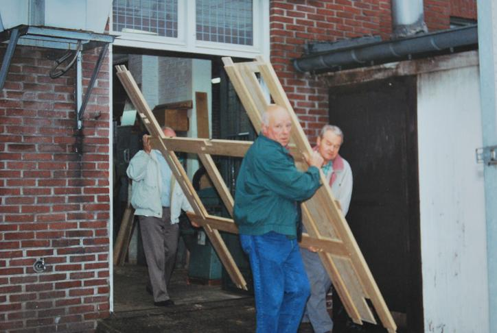 106-vrijwilligers-halen-het-orgel-op-in-heythuysen-giel-bex-nico-van-den-heuvel-cor-mols