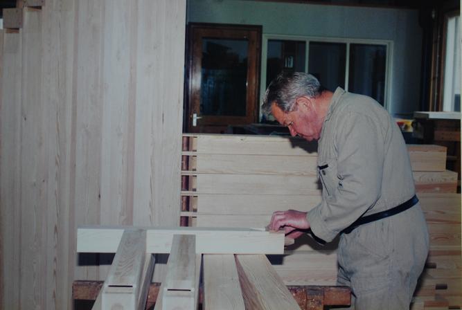 34-nico-van-den-heuvel-maakt-houten-pijpen
