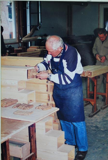 38-tinus-seuren-en-nico-van-den-heuvel-maken-houten-pijpen